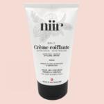 Définition sur cheveux frisés avec la crème Niir